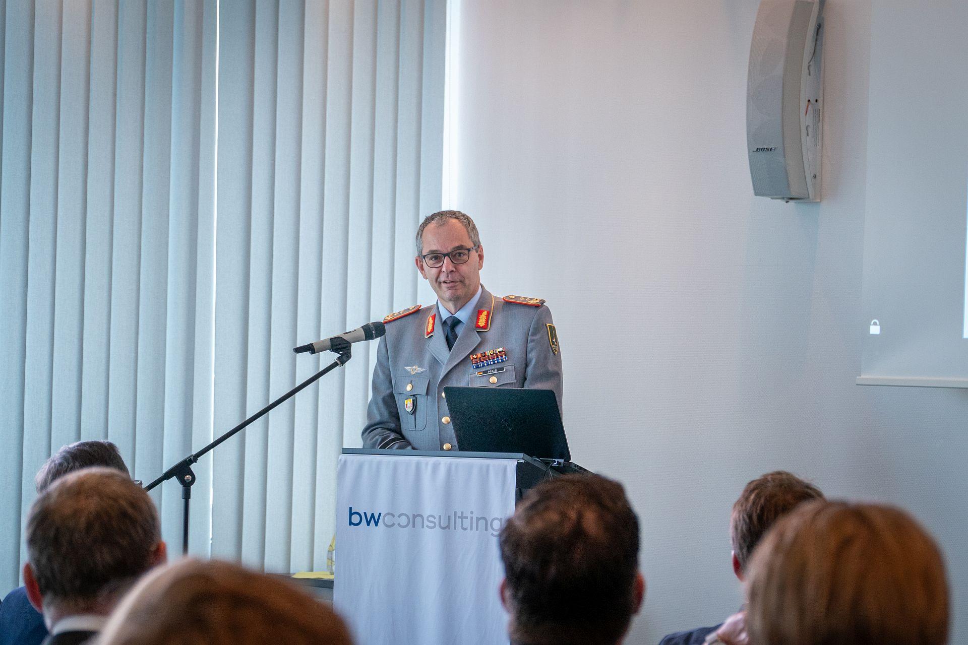 Generalleutnant Mais bei seinem Vortrag