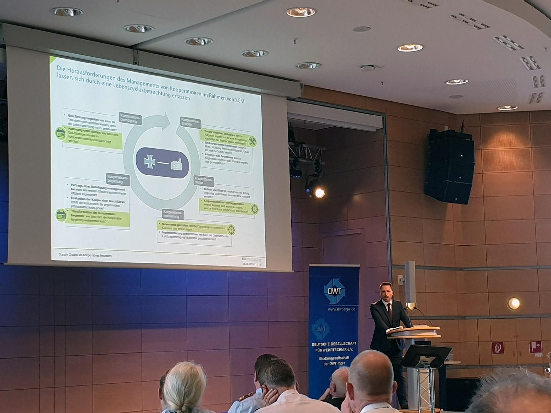 Jochen Urban beim Vortrag