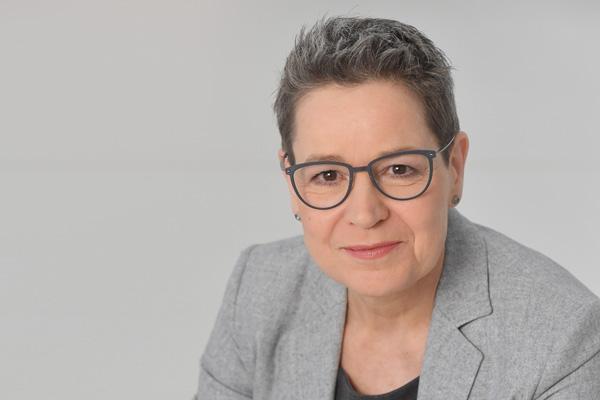Porträt Simone Menne